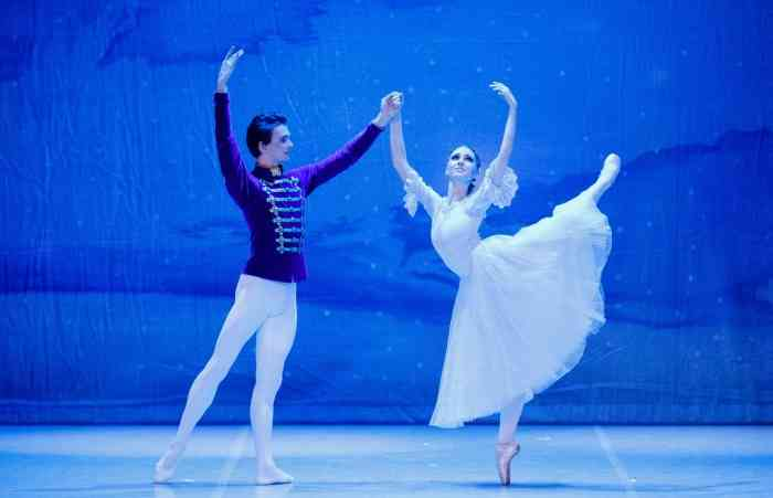 FRANCE RECEIVING YACOBSON BALLET THEATRE